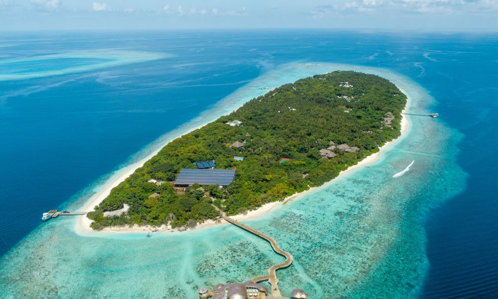 Kunfunadhoo – Soneva Fushi aerial: Kunfunadhoo is a 50 hectar island located in Baa Atoll, Maldives. The island has a dense tropical forest and house the sustainable luxury resort Soneva Fushi.