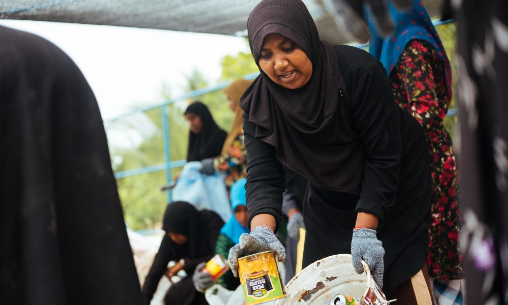 Local women segregates waste in initial Island Refresh event. It is important to get the household trained in the habit of segregating waste at source. The island communities are supportive to change their habits.